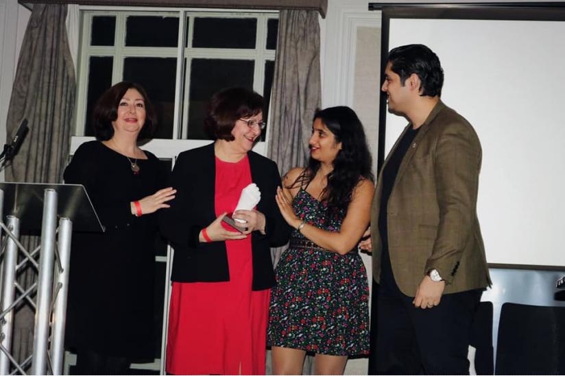 Für ihre Menschenrechtsarbeit erhält Mina Ahadi einen Preis